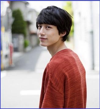 モデル活動を始めた坂口健太郎